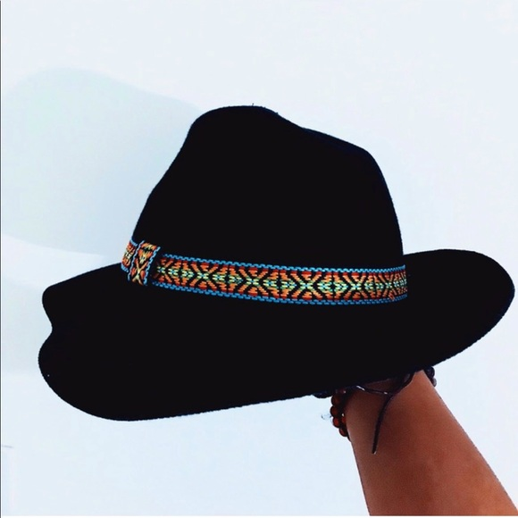 Wide Brimmed Buckle Hat 🖤 💛
